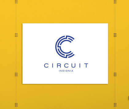 A white sign promoting a fitness circuit on a yellow background